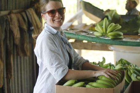 packing bananas